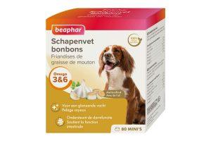 De Beaphar schapenvet bonbons knoflook mini is een 100% natuurlijk aanvullend diervoeder voor honden. De smaakvolle bonbons zijn rijk aan Omega 3, 6 en 9, mineralen en sporenelementen, waardoor ze zorgen voor een soepele en glanzende vacht. Daarnaast ondersteunen ze een gezonde de spijsvertering, houden het cholesterol op een normaal niveau en helpen de natuurlijke weerstand te versterken.