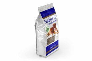 Naturis persbrok HE kip glutenvrij is geschikt voor de volwassen hond met een hoge activiteit. Een glutenvrije hondenbrok. Persbrok is een brok met een zeer hoge voedingswaarde doordat deze brokken, zoals het woord al zegt, geperst worden.
