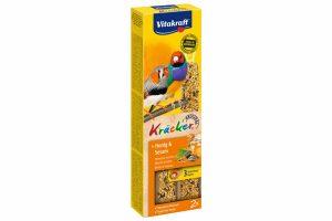 De Vitakraft exotenkracker, een 3x op natuurlijk houten stokje gebakken lekkernij voor veel eetplezier. De vogel moet hard werken om de zaden van het stokje te pikken en blijft daardoor in beweging.
