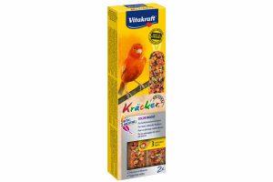 De Vitakraft kanariekracker Energy is een 3x op natuurlijk houten stokje gebakken lekkernij voor veel eetplezier. De vogel moet hard werken om de zaden van het stokje te pikken en blijft daardoor in beweging.