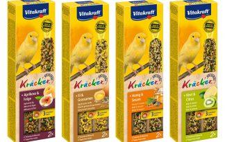 De Vitakraft kracker kanarie, een 3x op natuurlijk houten stokje gebakken lekkernij voor veel eetplezier. De vogel moet hard werken om de zaden van het stokje te pikken en blijft daardoor in beweging.