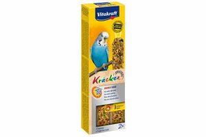 De Vitakraft grasparkietkracker Energy is een 3x op natuurlijk houten stokje gebakken lekkernij voor veel eetplezier. De vogel moet hard werken om de zaden van het stokje te pikken en blijft daardoor in beweging.
