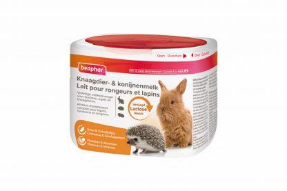 Beaphar Knaagdier- & Konijnenmelk is een volledige melkvervanger voor (moederloze) jonge konijnen, cavia's, chinchilla's, degoes, fretten, egels, etc.