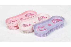 Magic Brush verwijdert zonder enige inspanning al het vuil en haar, tevens zijn de borstels zelf erg gemakkelijk te reinigen.