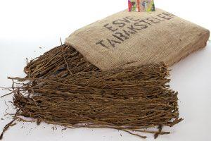 De ESVE Tabakstelen lang zijn afkomstig van de tabaksplant. Door de geur die de tabaksstelen produceren blijven mijten, bloedluizen en andere parasieten op afstand. Hierdoor heb je een preventieve manier om parasieten te bestrijden.