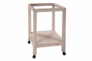 De Ferplast Sumet 44 is een houten standaard voor de parkieten kooi, voorzien van wieltjes om de kooi gemakkelijk te verplaatsen. Deze standaard voor je vogelkooi is voorzien van een opbergplank waar je al je vogelspullen op kunt plaatsen.