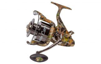 De Bush Carp B.C.S. molen is geheel in stijl van de trendy camouflage kleuren van de hedendaagse karpervissers! Deze vrijloopmolen bevat 6 roestvrijstalen kogellagers die een soepele werking garanderen.