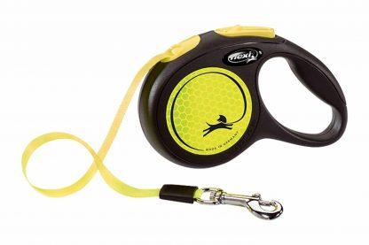 Flexi Neon koord oprollijn Reflect is een variabele looplijn, waarmee je de hond gecontroleerde vrijheid kunt bieden. Je bepaalt zelf tot welke lengte je de lijn uit laat rollen.