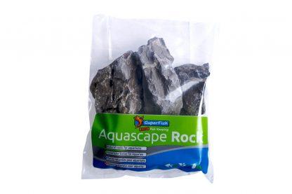 De vorm en grijze kleur van de Superfish Aquascape Mountain Rock doen denken aan rotsformaties, waardoor het mogelijk is er eenvoudig een natuurlijk rots landschap te creëren.