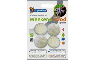 Het Superfish Weekend Food zijn handige voederblokjes die circa 15 vissen van gemiddeld formaat kunnen voeden, gedurende 3 à 4 dagen. Het blok zal langzaam oplossen, waardoor voedseldeeltjes vrijkomen die de vissen kunnen eten.