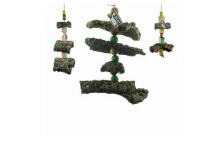 De Back Zoo Nature Corky Toy is een avontuurlijke slinger van hennep-touw met kurk en gekleurde houten blokjes.