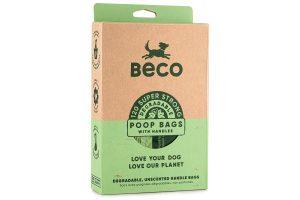 Beco Bags Handles maken het opruimen van hondenpoep zo ecologisch verantwoord mogelijk, dankzij de biologisch afbreekbare materialen waar de zakjes van gemaakt zijn. Naast dat de zakjes goed zijn voor het milieu, zijn ze ontworpen met functionaliteit in gedacht. Ze zijn extra groot en dik om nare ongelukjes te voorkomen. Voorzien van handvatten waardoor ze eenvoudig zijn dicht te knopen.