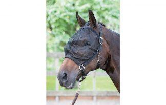 Het Harry's Horse vliegenmasker halster is een combi van een halster voorzien van een fijnmazige vliegenkap. Het beschermt je paard tegen vliegen, dazen en andere insecten rondom het hoofd.