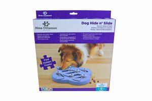 De Nina Ottosson Dog Hide 'n Slide hondenpuzzel biedt mentale uitdaging voor honden. Het zelf oplossen van puzzels geeft een hond meer zelfvertrouwen. Samen met jouw hond denkspelletjes doen ondersteunt de band, waardoor deze nog sterker wordt.