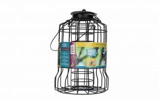 De Buzzy Bird Gift Cage Feeder vetbollen is zeer geschikt om op te hangen in en rondom de tuin, bijvoorbeeld aan een boom of speciale vogelvoerhanger. Door de vorm kunnen grote vogels zoals duiven en kraaien niet bij het voer.