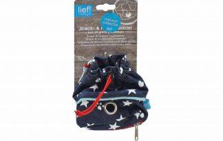 De Lief! Lifestyle snack- en poepzakbuidel is een handig klein tasje voor tijdens het uitlaten. U kunt hierin uw poepzakjes, maar ook uw snacks bewaren. Gemakkelijk uw hond belonen tijdens het wandelen.