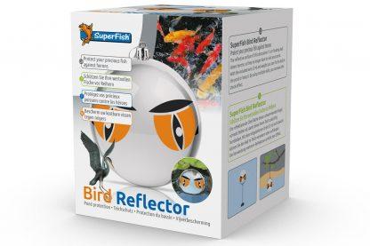 De Superfish Bird Reflector beschermt je vissen, doordat deze drijft en het water weerspiegelt zal dit reigers en andere vogels afschrikken. Het spiegelende oppervlak van deze decoratieve 15 cm grote drijvende bal schrikt reigers af, waardoor ze je vijver niet meer durven te bezoeken.