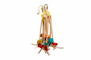 De Zoo-Max Spiddy is geweldig speelgoed voor vogels van leer en sisal. Met veel leren strookjes en vrolijke onderdelen van verschillende materialen gekleurd met vogelvriendelijke kleurstoffen.