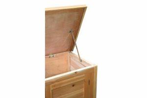 Het Kerbl konijnenhok Alfred is een verblijf dat is voorzien van 2 deuren die apart te openen zijn. De gegalvaniseerde lade zorgt ervoor dat het hok eenvoudig schoon te maken is. Het dak kan tevens open geklapt worden om het schoonmaken eenvoudiger te maken.