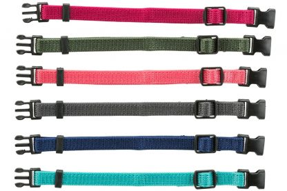Setje van 6 verschillende kleuren puppyhalsbanden.Zeer geschikt om onderscheid te maken tussen de puppy's van 1 nest. Heeft een Snap & Easy zekerheidssluiting zodat de halsband losschiet als de pup ergens achter blijft haken.