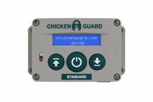 De ChickenGuard Standaard deuropener voor kippen is een gemakkelijke, automatische hokopener voor het kippenhok. Het betreft een simpele installatie zonder ingewikkelde bedrading.