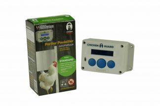 De ChickenGuard Standaard deuropener met adapter is een gemakkelijke, automatische hokopener voor het kippenhok. Hierdoor wordt het hok op ingestelde tijd geopend en gesloten, wat veel tijd bespaart.