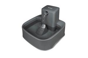 De Drinkwell drinkfontein circuleert en filtert doorlopend water voor uw huisdier, hierdoor is het water verser en schoner dan in een normale drinkbak.
