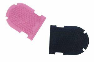 De Ekkia poetshandschoen + borstel is gemaakt van een natuurlijk rubber met fijne tanden om het haar op te tillen en de bloedsomloop te stimuleren.