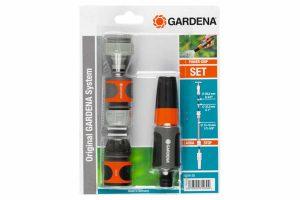 De Gardena System startset bevat alles waardoor u snel kan starten met uw tuinslang.De Gardena tuinspuit is perfect voor het schoonmaken van oppervlakken of het water geven van planten. De tuinspuit is eenvoudig in te stellen via de draaiknop.