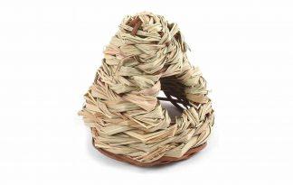De Happy Pet Grassy Wigwam is een comfortabele en knusse plek voor uw knaagdier om in te spelen of een slaapplaats te creëren. Het nestje is gemaakt van gras, zonder gebruik van pesticiden waardoor hij 100% natuurlijk is.