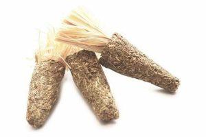 De Happy Pet wortel afalfa is leuk knaagdierspeelgoed van 100% natuurlijke materialen en gemaakt in de vorm van een wortel. Om verveling tegen te gaan is het belangrijk voor een knaagdier om te spelen.