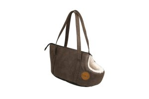 De Jack and Vanilla Classy draagtas is een modieuze en mooie tas om op stap te gaan met uw kat of kleine hond. De tas is gemaakt van zacht aanvoelend, duurzaam kunstleder aan de buitenkant.