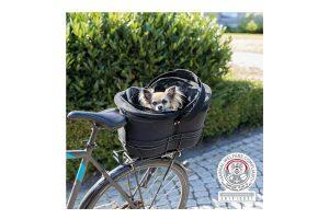 De Trixie fietsmand voor smalle bagagedragers heeft een stevig, metalen frame voor veilig vervoer van uw dier op de bagagedrager. De fietsmand wordt afgedekt door middel van een gaas afdekking en heeft een kussen binnenin met pluche bekleding.