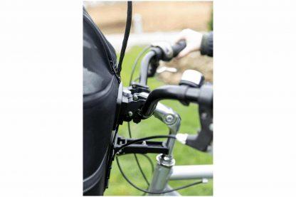 De Trixie fietsmand voor aan uw stuur is ideaal wanneer u de fiets op gaat en uw huisdier mee wilt nemen. Deze mand is gemaakt van vormvast EVA.
