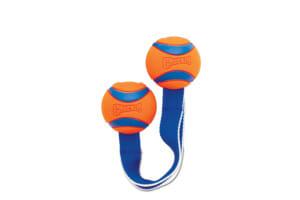 De ChuckIt Ultra Duo bal is gemakkelijk weg te gooien door middel van het lint. U krijgt hierdoor ook geen vieze handen, omdat u de bal niet hoeft op te pakken.