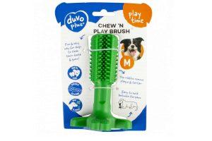 De Duvo+ Chew'n Play Hondenbrush is een makkelijke en vooral leuke manier voor uw hond zijn tanden te onderhouden. De ribbels verwijderen tandsteen en tandplak, waardoor uw een gezond gebit behoudt.