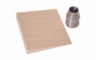 De Hendrik Jan houten wig is geschikt voor de boombijl. De houten wig is 60 mm en wordt geleverd met een stalen ringspie 8.