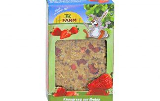 De JR Farm knaagreep aardbei is gemaakt van zacht, volkoren deeg. Hierdoor kunt u de reep gemakkelijk in de juiste portiegrootte snijden, waardoor het een heerlijke traktatie is voor uw knaagdier.