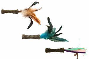 De GiGwi Johnny Stick bestaat uit een catnip stick met veren. De stick is een stevig speeltje en heeft een leuke vorm om mee te spelen.