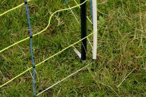 Het Kerbl paaltje voor een afrasteringsnet is geschikt als ondersteunend begin- en eindpaal. Ook is het geschikt voor het stabiliseren van hoeken van weidegronden.