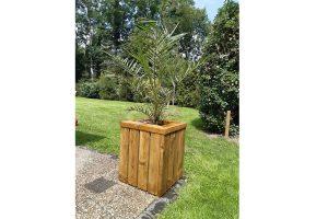 Deze bloembak is gemaakt van stijlvol en degelijk geïmpregneerd hout. Ideaal om in uw tuin te plaatsen voor een grotere plant. Daarnaast zorgt het behandelde hout ervoor dat de bloembak lang mee gaat en weerbestendig is.