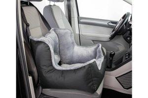 De Trixie Friends on Tour autozitting is gemaakt van polyester en is zacht gevoerd. Er zit een uitsparing in de mand voor de veiligheidsriem van de hond.