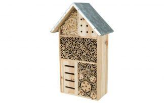 Het Trixie Insectenhotel is gemaakt van hout met een metaal dakje. Een zeer geschikte nestel- en overwinteringshulp voor insecten. Het natuurlijke strakke design zorgt voor een mooie look in uw tuin of omgeving