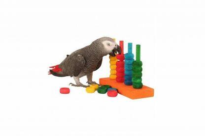 het Zoo-Max Houtenringen-spel The Teacher is een zeer leuk spel om uw kromsnavel te trainen. Het ringspel ondersteunt de ontwikkeling van de vaardigheden en behendigheid van uw vogel. U kan er verschillende variaties mee spelen.