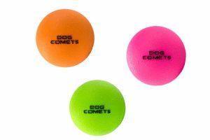 De Dog Comets Stardust bal stuitert perfect, drijft op water en is daarnaast super duurzaam. Deze bal is gemaakt van 100% natuurlijk rubber en is tevens gemakkelijk schoon te maken.