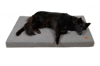 Het Jack & Vanilla Checkmate Orthopedisch hondenbed is erg comfortabel voor oudere honden of huisdieren met artritis.