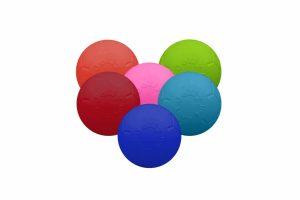 De Jolly Soccer Ball is een bijna onverwoestbare speelbal voor uw hond, in de vorm van een felgekleurde voetbal. De bal zal niet leeg lopen.