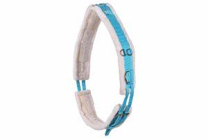 Deze zachte QHP longeersingel Ontaria is omgeven door imitatiebont. De longeersingel is aan twee kanten verstelbaar wat hem erg handig maakt. Daarnaast bevat de singel meerdere ringen waaraan je de longhulpen kunt bevestigen.