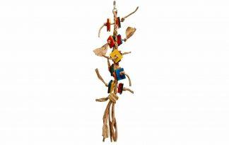 De Zoo-Max Paper Rope Tango is een papegaaien speeltje gemaakt van stevig gevlochten papier en gekleurde houten blokjes.