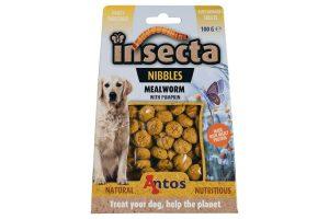 De Antos Insecta Nibbles is een heerlijke en 100 % natuurlijke beloning voor uw hond. Deze lekker hondensnacks zijn glutenvrij, graanvrij en suikervrij. Zo kan u op een verantwoorde en gezonde manier uw hond extra verwennen.